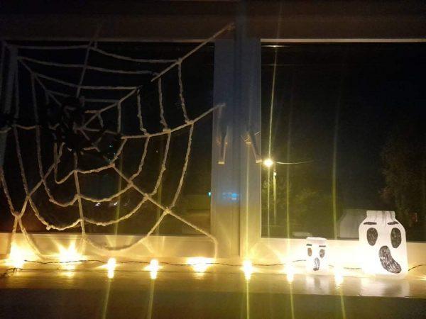 Przygotowania do zabawy Halloween dla dzieci.